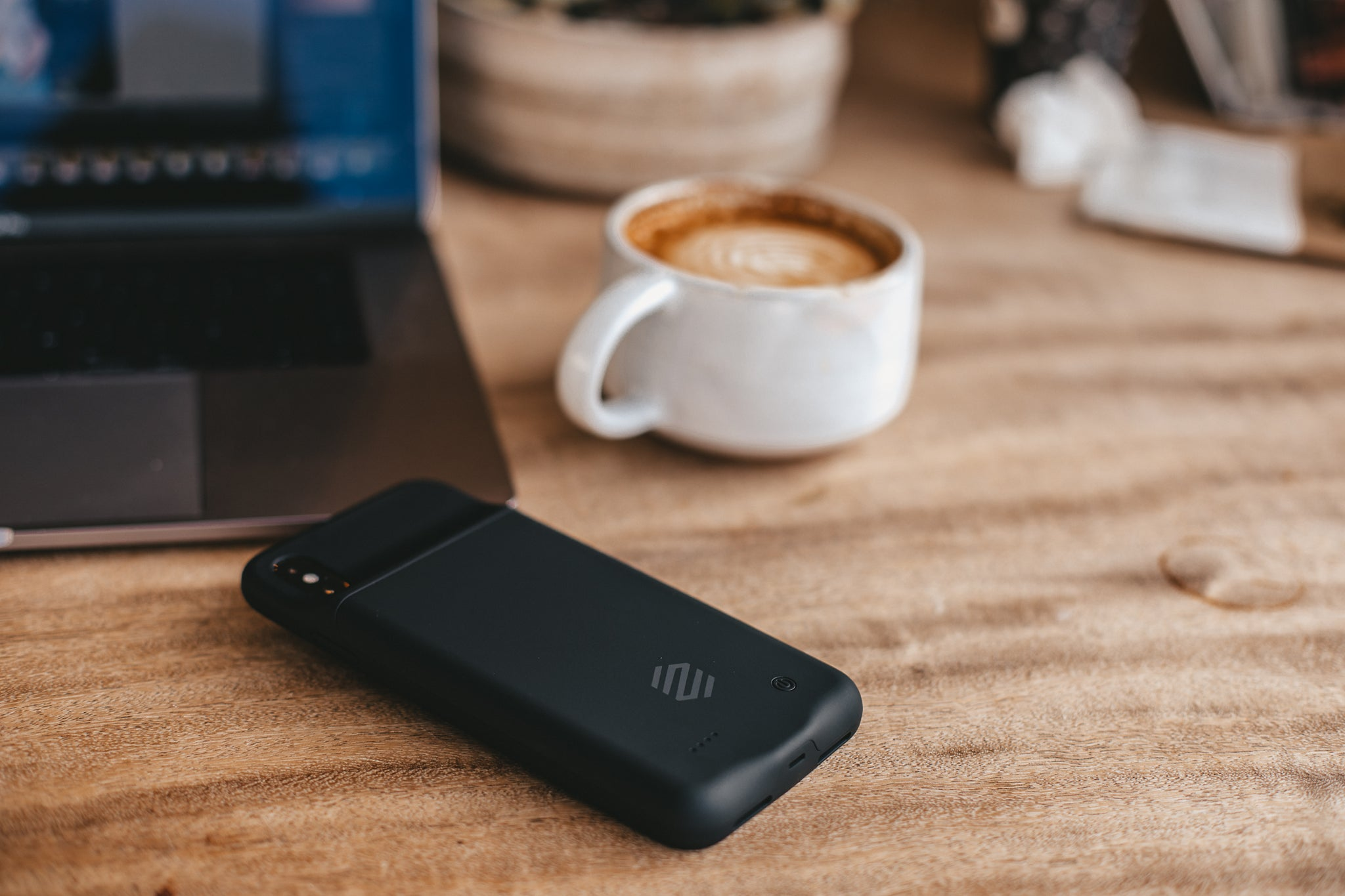 The Best iPhone 8 and iPhone X Battery Case Choices
