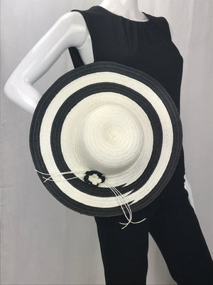 Black/White Two-Tone Wide Brim Straw Hat with Flower