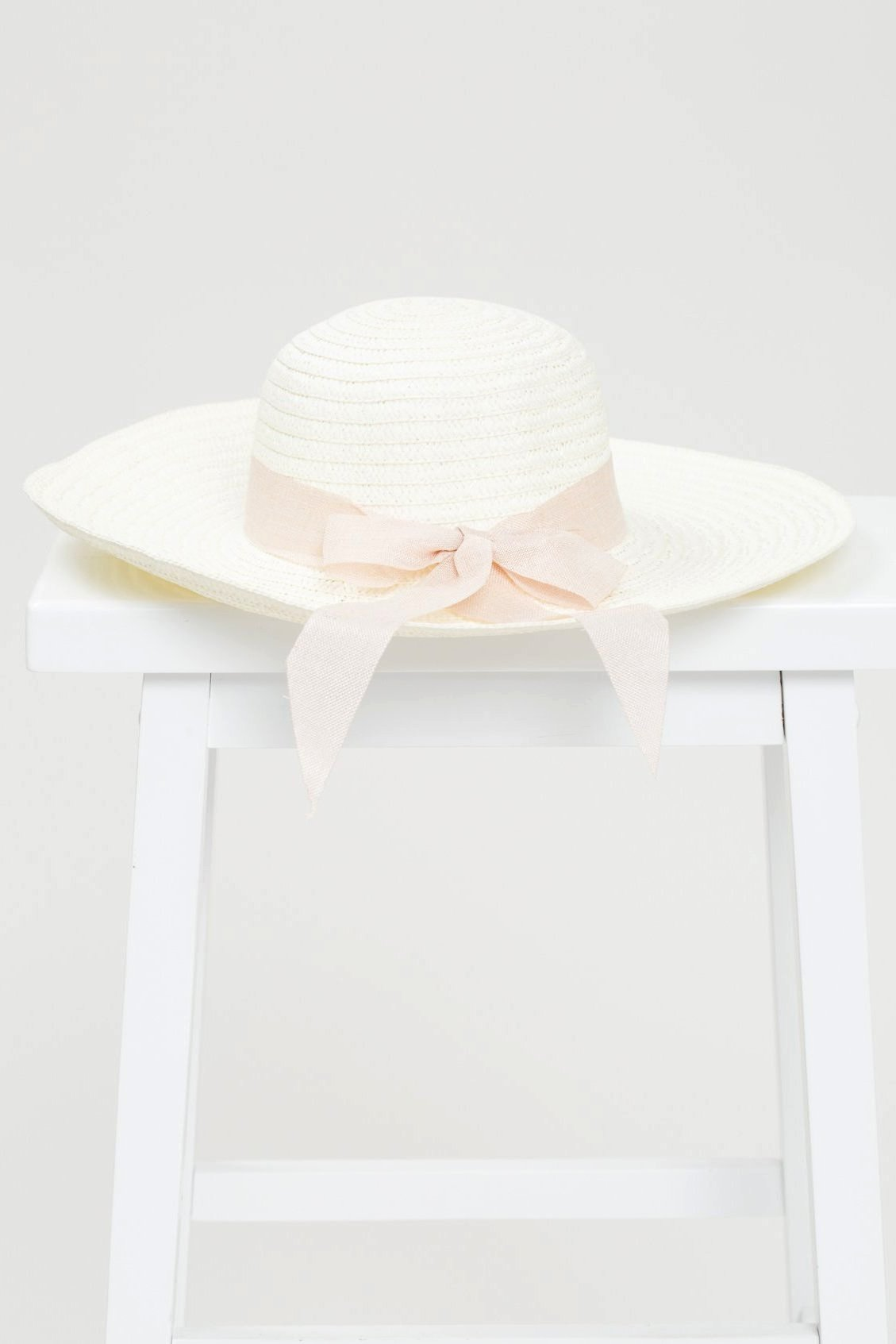 Straw Beach Hat with Ribbon - Geegeebae