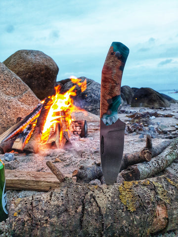 A handmade hunting knife - JGT II - by the camp fire - Made in Denmark - Hvedegaard Knives - Dansk knivmager