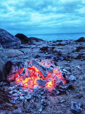 Camp fire by at the beach on moesgaard strand - Made in Denmark - Hvedegaard Knives - Dansk knivmager
