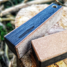 Seen here is the coarse side of the double sided mini leather strop in bog oak. Mini dobbelt sidet læder strop, kompakt til lommen eller hænge om halsen