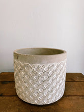 Scalloped Rustic White and Grey Pot (Assorted Sizes)