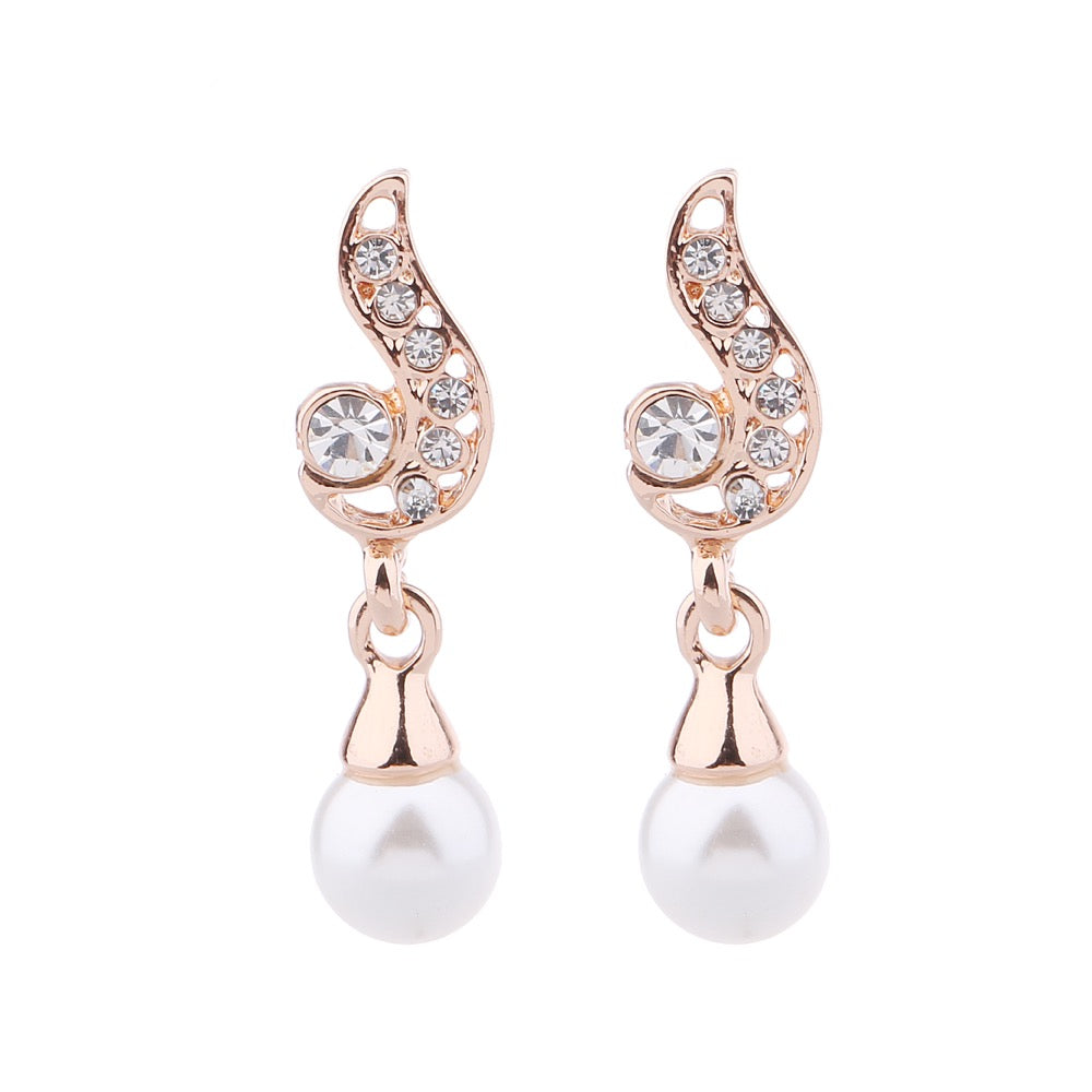 Delicate Ears Pearl Crystal Earring Rose Gold Plating