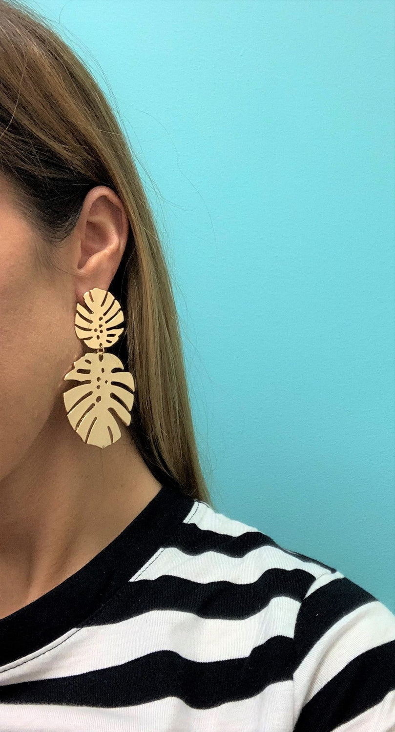 Statement palm earring