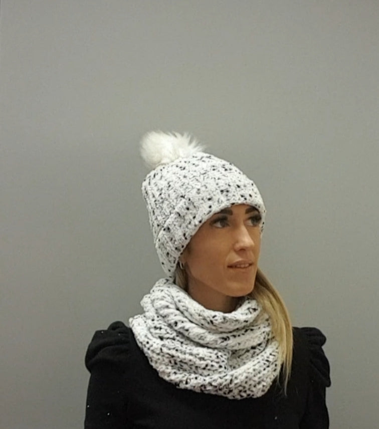 Pulse Gift Box Hat & Snood Set Winter White