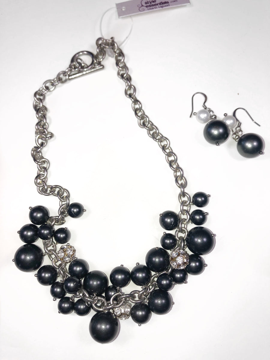 The Taru Necklace Set