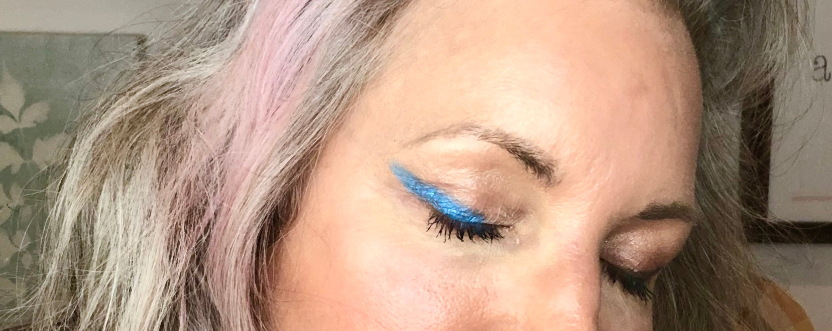 Simple Beauty Minerals - Blastin Blue Mineral Eyeshadow - simplebeautyminerals.com
