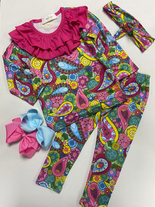 Pineapple Couture Pink Paisley Collar Outfit