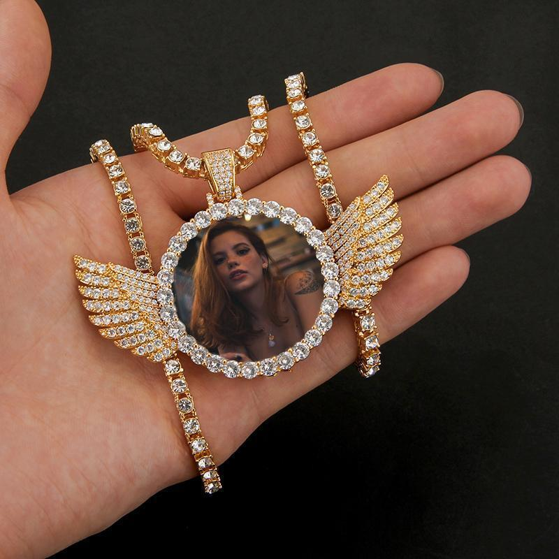 Picture Chain With Wings