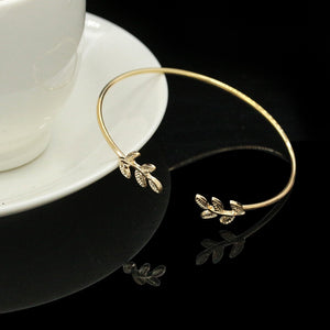 2017 New Arrival Fashion Silver Gold Plated Love Leaves Bracelet for Women Wedding Accessories Jewelry Simple Leaf Open Cuff Bangles