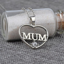 2017 New Fashion Mum Hollow Crystal Heart Love Chain Necklace Jewelry Necklace for Mother's Day Gift