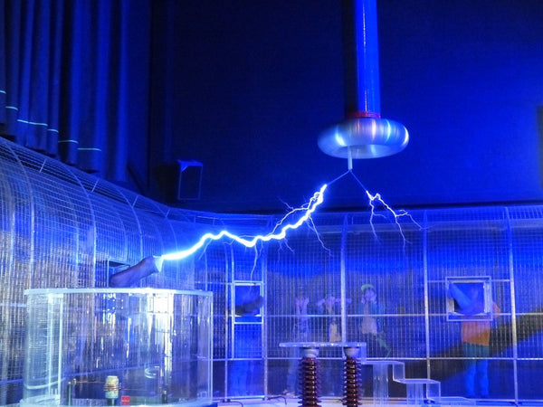 Tesla coil transferring energy
