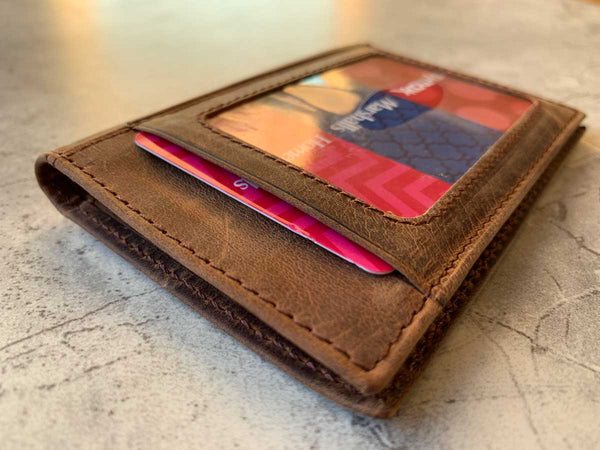 How to Choose a Perfect Leather Wallet for Men