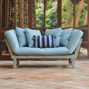 Enjoy your garden to its full potential with the Carlota range from Cambridge Casual. Including this a must have piece Carlota Convertible Sofa Daybed.