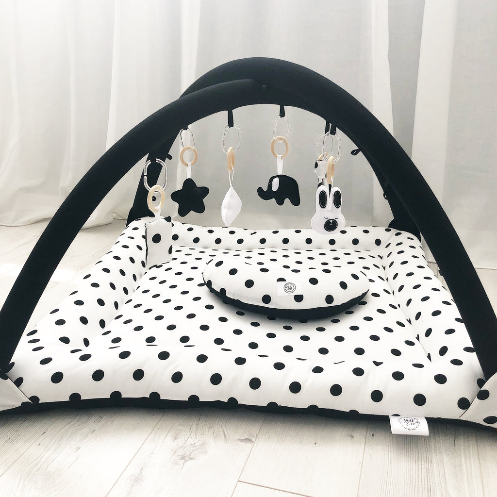 Activity playmat - black and white polkadots