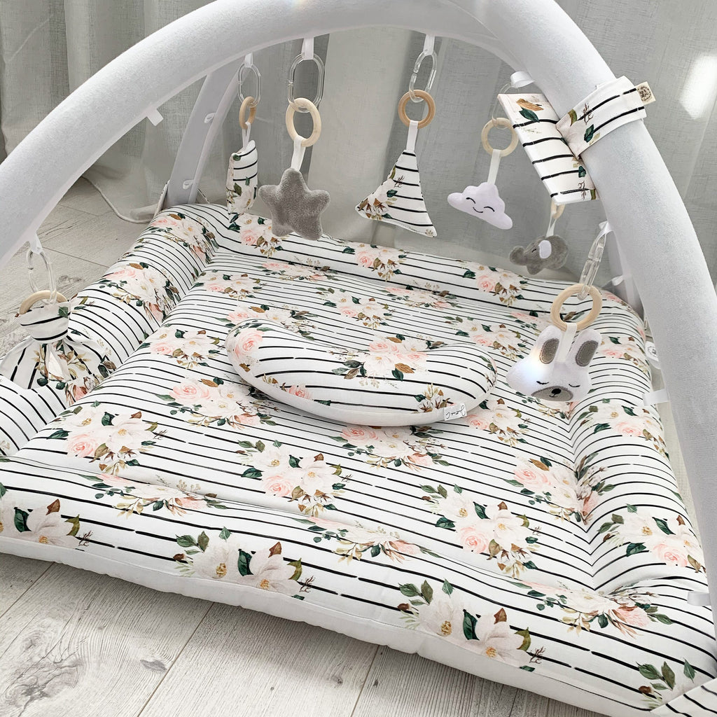 Activity playmat - blossoms on stripes