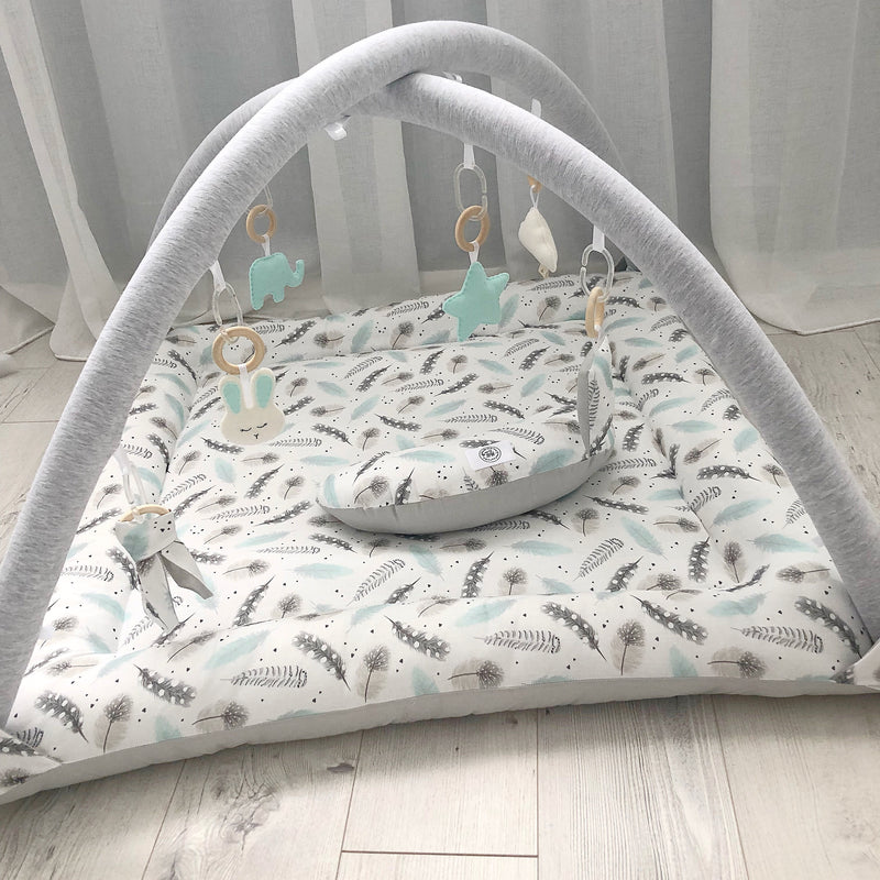 Activity playmat - watercolour mint feathers