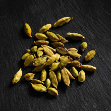 Load image into Gallery viewer, Green Cardamom Pods