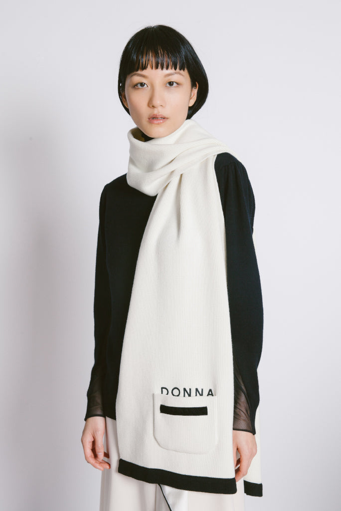 """Donna"" Pocket Wool Scarf"