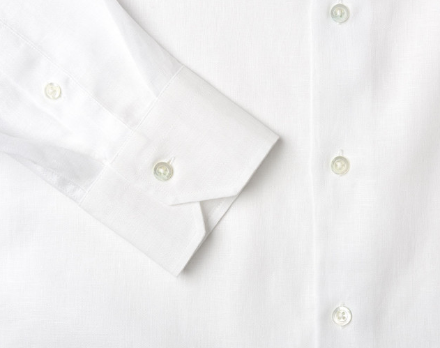Our versatile linen shirts are the perfect attire to go from beach to town in true Carioca style. They can can be worn both over swimming trunks during the daytime, or as part of a summer evening outfit.