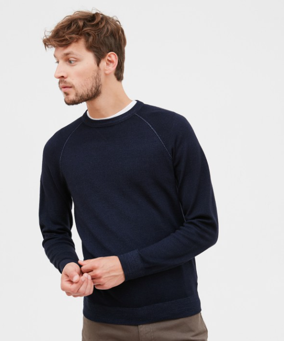 "Name : MERINO SWEAT Composition : 100% Wool Color : 01 - Bleu Marine Our model measures 1,89m / 6'2"" and is wearing a size M lavage_MAIN Dry cleanable with common solvents blanchiment_NON sechage_PLAT Ironing with cold iron (110 ° C)"