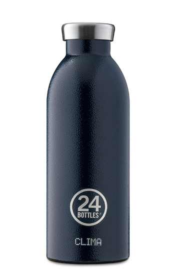 Immerse yourself in the beauty of nature with the Rover Collection. Deep Blue combines the stylish silhouette of Clima Bottle with a hard-wearing finish inspired by the uneven paths the lead to unexpected adventures. A genuine cross-over between urbanity and wilderness. Clima Bottle keeps your drinks cold for 24 hours and hot for 12. Sweat-free and perfect size for your comfortable daily hydration.