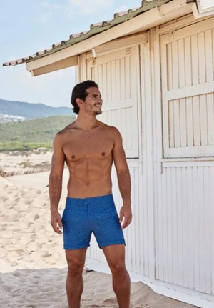 One of Frescobol Carioca's original Sidewalk prints, the Angra looks right at home on their newest swim short style, the Classic. In a brand new colour combination of seasonal shades, this print continues to celebrate this stylish neighbourhood of Rio.