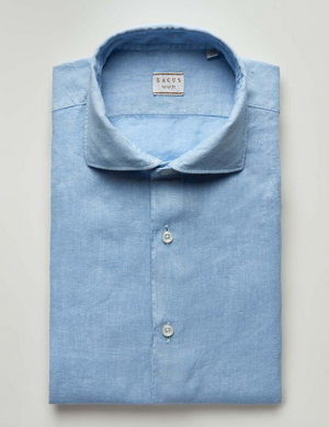 Casual, garment-washed shirt for a sporty, casual look. The cutaway collar and round cuffs are softer and deconstructed. They take on a more lived-in look after each washing and ironing cycle. The tailor fit wash has new volumes and a closer fit in the smaller sizes as well as a comfier fit in larger ones. Traditional tailored, single-needle stitching with 7 stitches per centimetre, removable stiffeners, hem gussets, and stems with heat-welded silk yarn for each, single button.