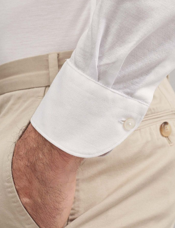 A fine cotton jersey in lisle thread. An ultra-comfy item that won't go unnoticed for its elegance and unique softness. Even if entirely made in cotton, this material is naturally stretchy. We recommend purchasing one size larger than you normally wear.