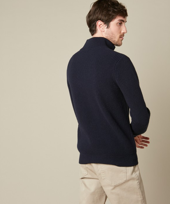 Luxurious ribbed jumper with zipped collar.