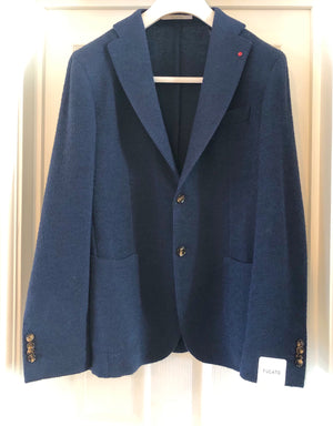 This tweed effect single breasted blazer in navy works well with tailored trousers or jeans.