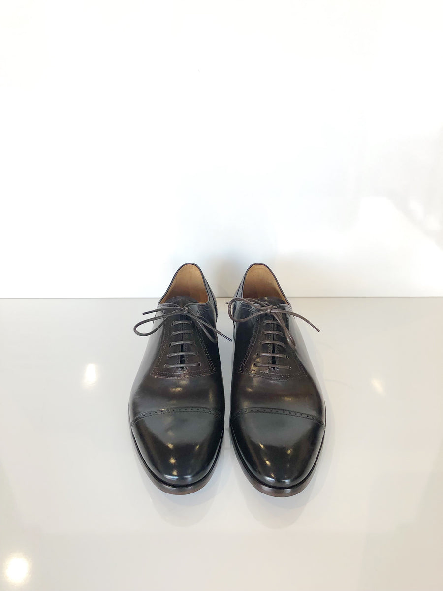 Smart lace up leather brogues in brown.