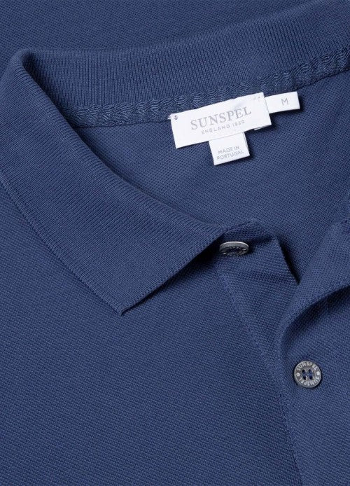 Our piqué fabric is woven from the finest pima cotton that is not only luxuriously soft to the touch, but also strong and long lasting. The fit features a longer cut body, narrow placket and slightly shorter side vent. A key piece in smart casual dressing.