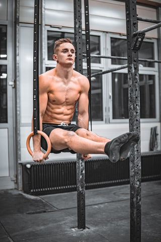 athlete does l sit on rings