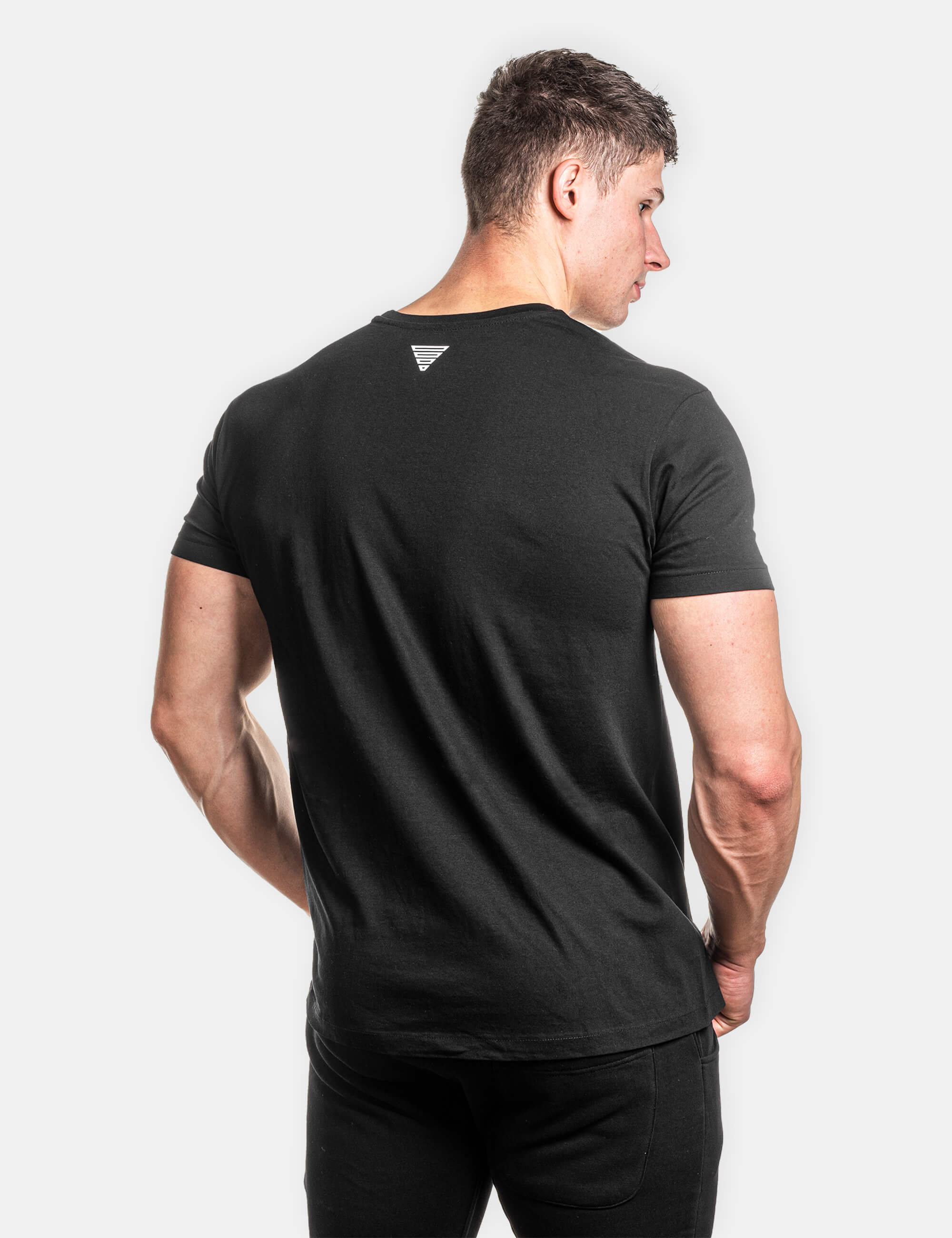 Classic Street black shirt from Gornation. Worn by a calisthenics athlete, frontal view.