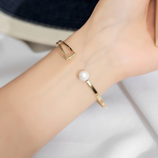 Elegant Pearl Bangle