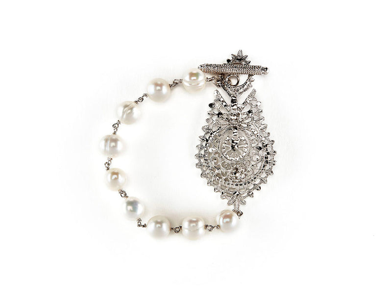 Queen Bracelet in Sterling Silver and Freshwater Pearls