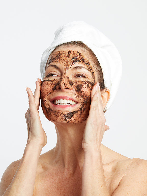 women with beautiful skin best face scrub best coffee scrub best skincare routine for anti-aging dry skin acne wrinkles exfoliator