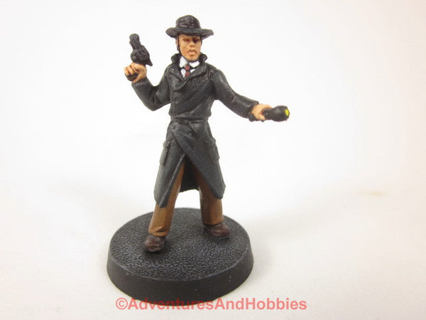 Call of Cthulhu Investigator with Gun and Flashlight 307 Pulp Painted Bones 25-28mm