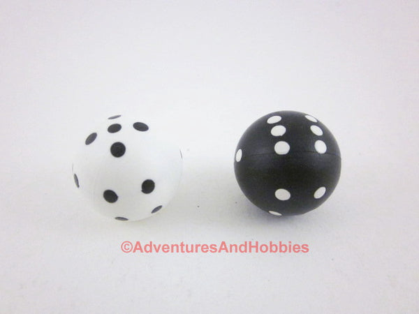Round D6 Dice One Pair Black and White 22mm Pips 1 to 6 Novelty Set of 2