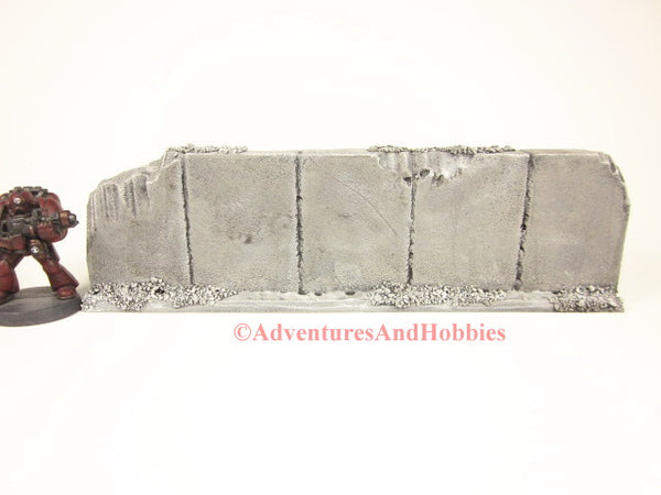 Style T583 Battle Damaged Straight Wall Section Ruin for 25-28mm Scale Miniature War Games.