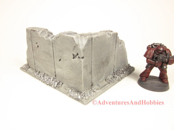 Style T595 Battle Damaged Small Corner Wall Section Ruin for 25-28mm Scale Miniature War Games.
