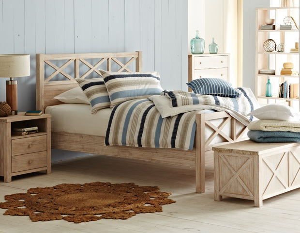 Surprising A Coastal Bedroom Style In Four Fabulous Designs Download Free Architecture Designs Terchretrmadebymaigaardcom