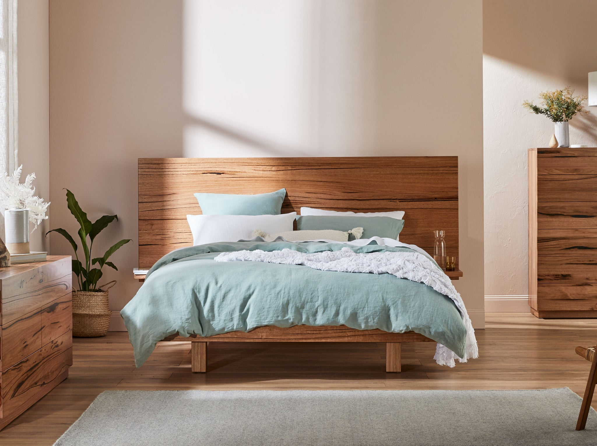 Silhouette Extended Headboard With Shelves Floating Base Snooze