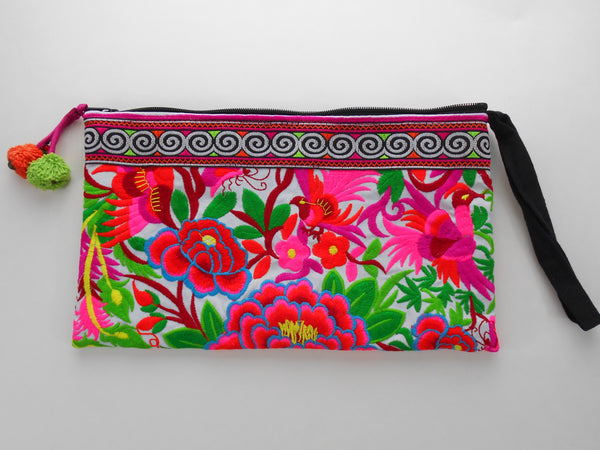 E-003 WHITE GARDEN TRIBAL WRISTLET