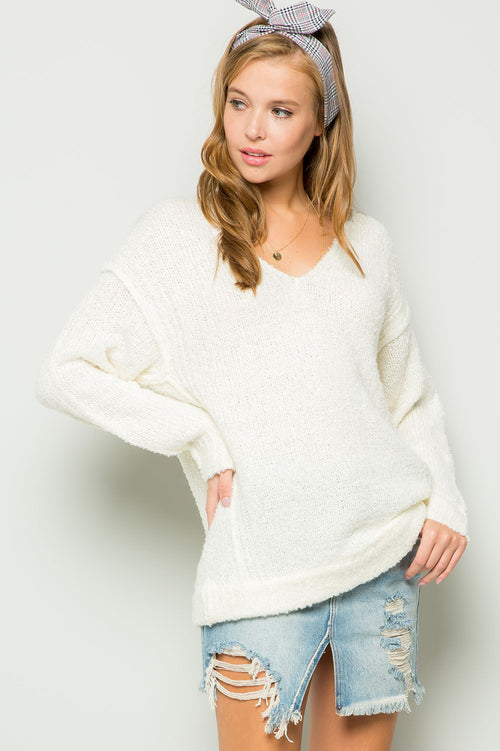 Boucle V-neck reverse seam pullover-cream