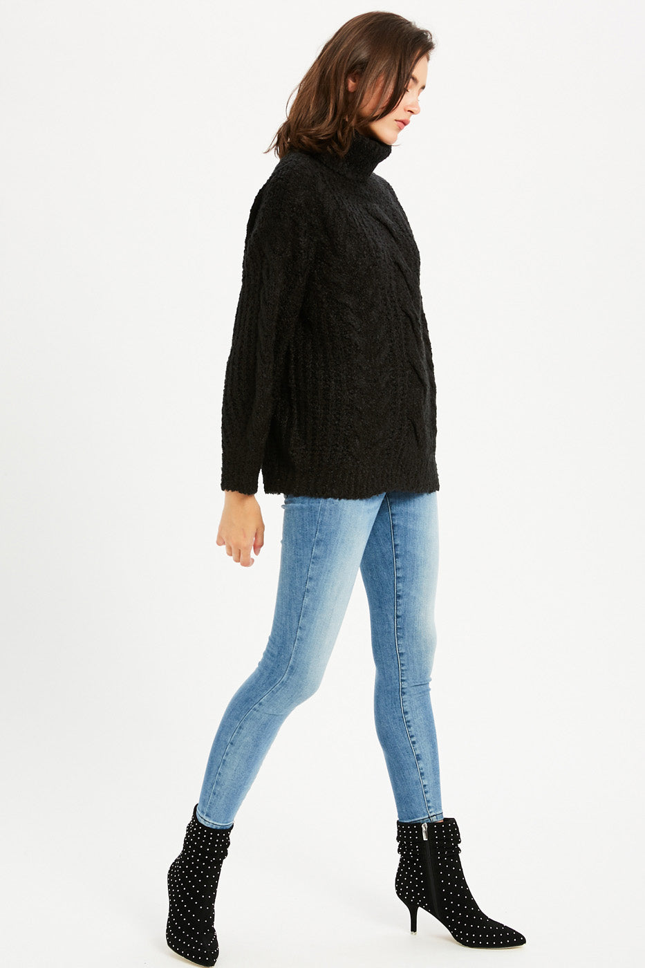 Chunky Cable Knit Turtleneck Pullover - Black