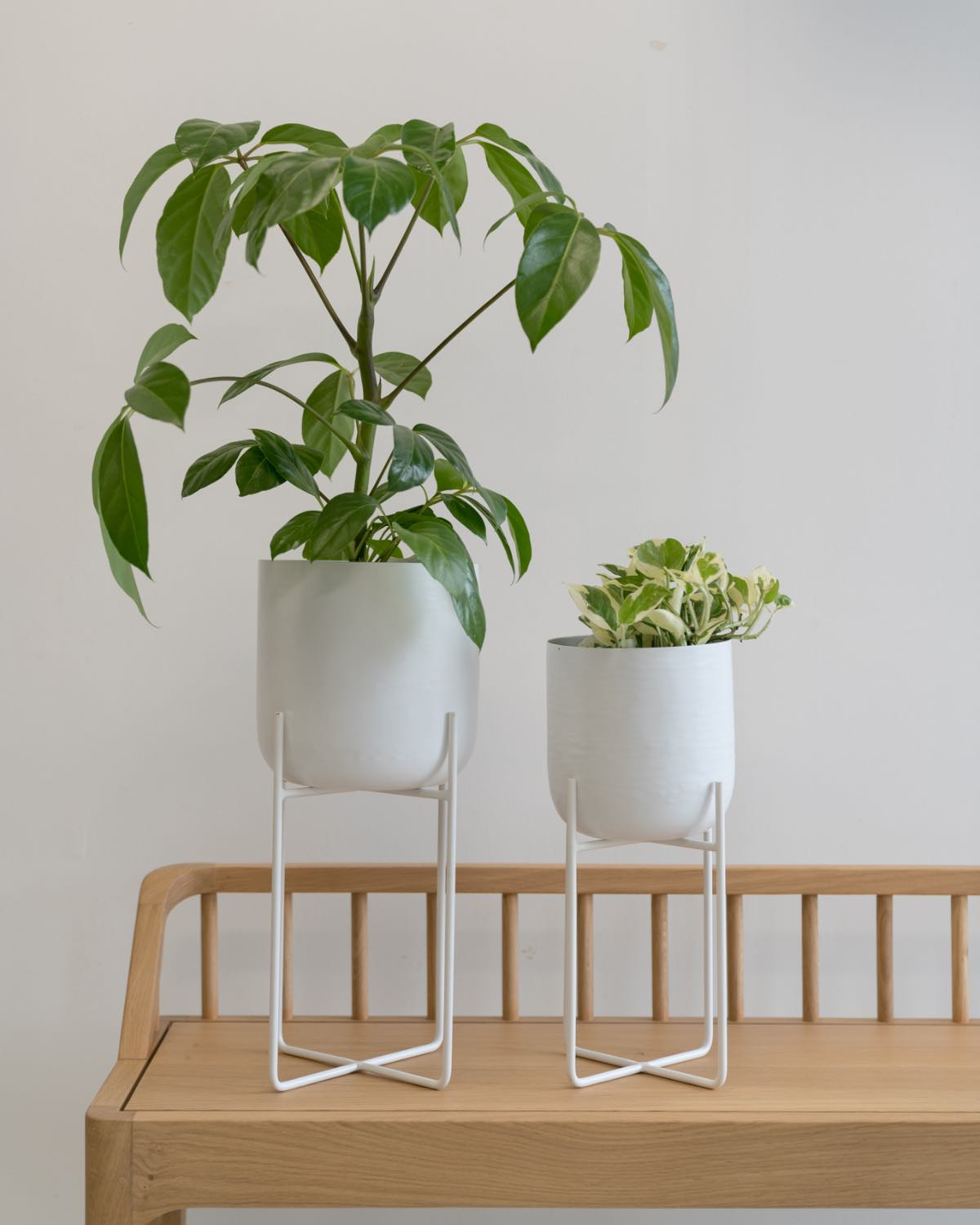 Planter with stand - white