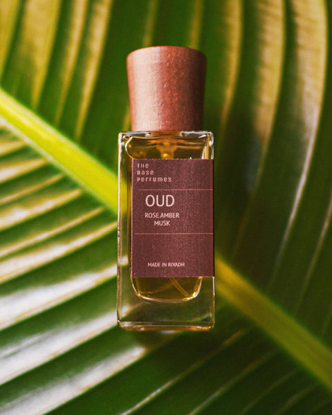 OUD TBP - THE BASE PERFUMES - MIRA Y MANO